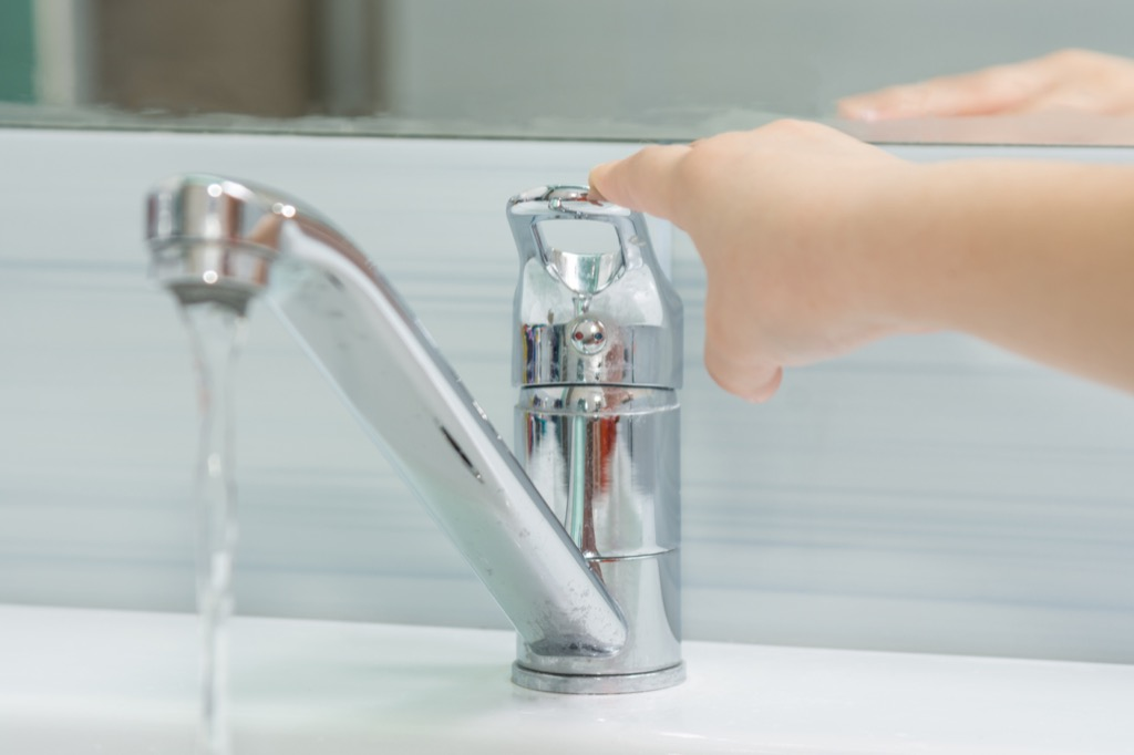 Tap Water Foods Doctors Avoid While Traveling