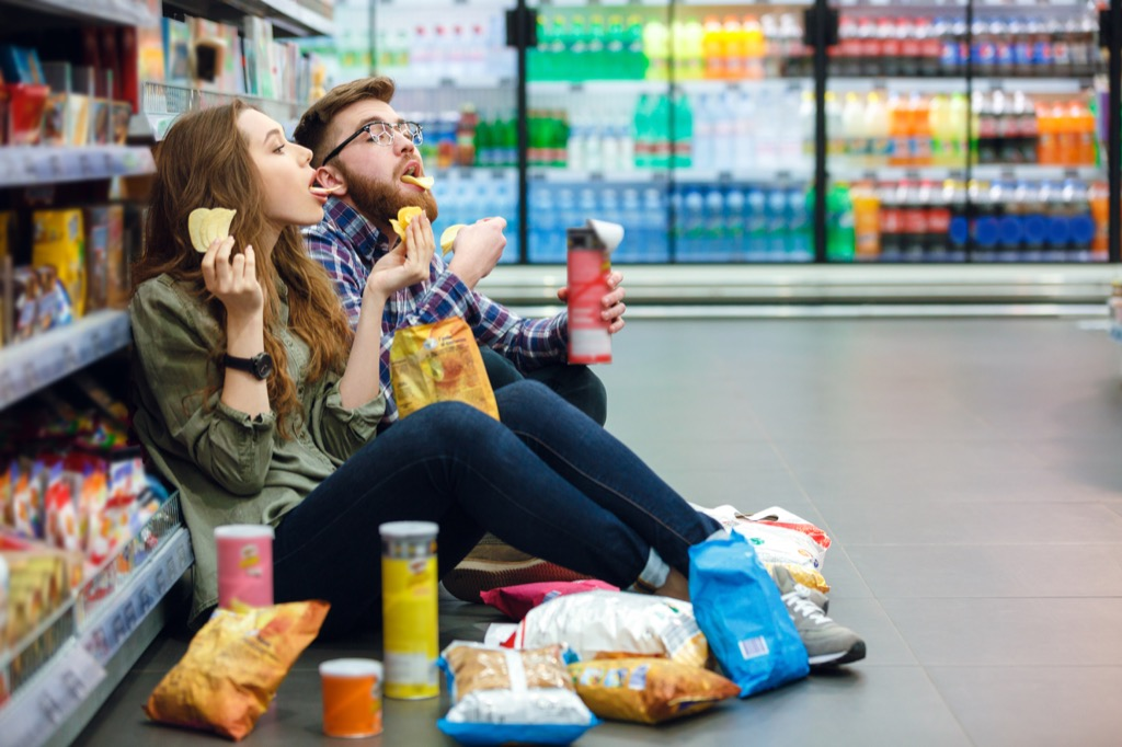Couple Eating While Grocery Shopping Mistakes