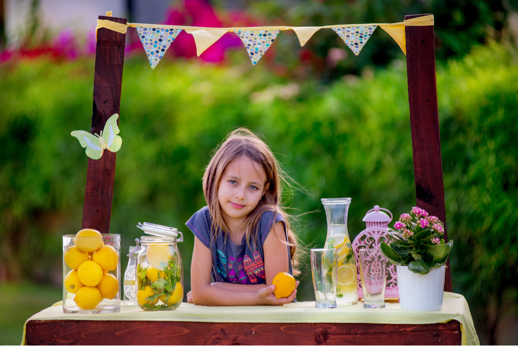 Girl With Lemonade Stand Daughter
