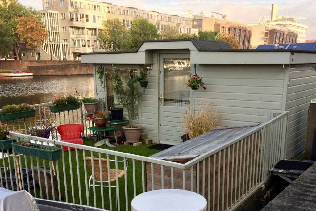 Houseboat Amsterdam airbnb