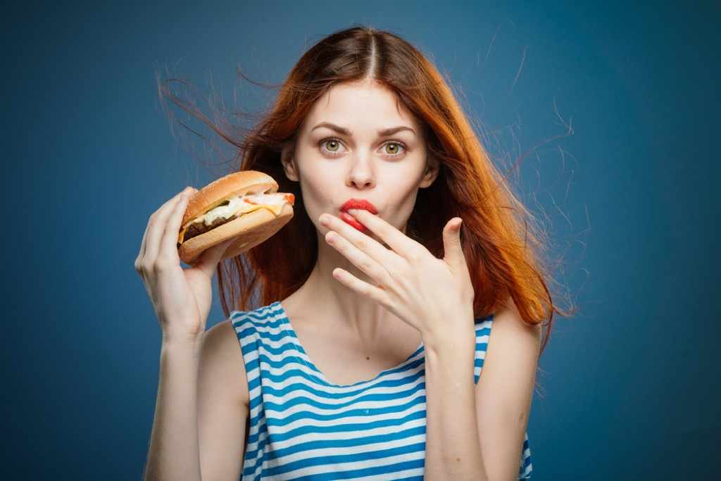 Woman eating etiquette mistakes