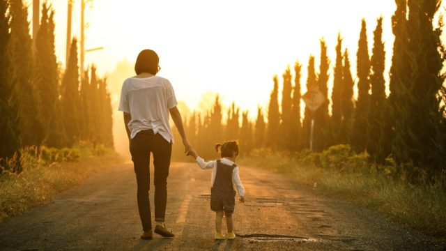 mother daughter walking trees, dating a single mom