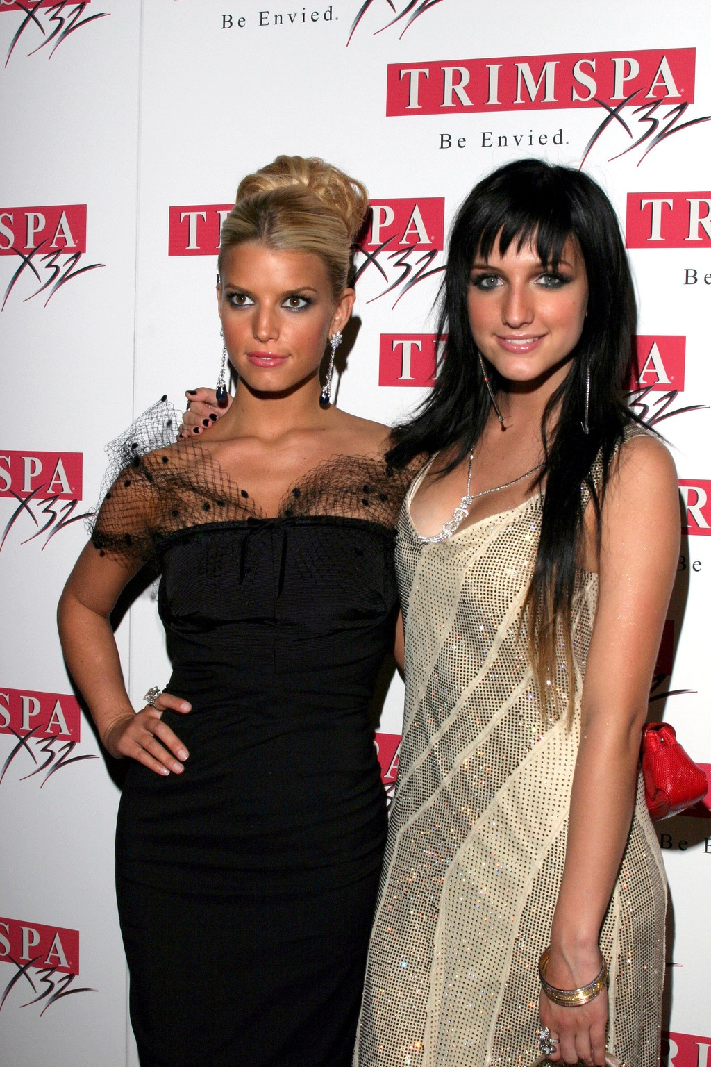 Jessica and Ashlee Simpson Celebrity Siblings