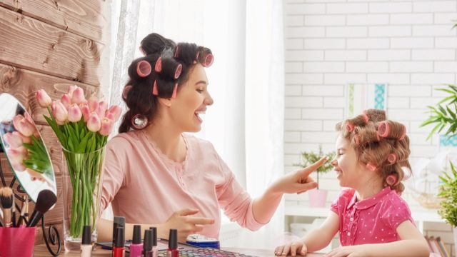 mom and daughter doing hair, working mom