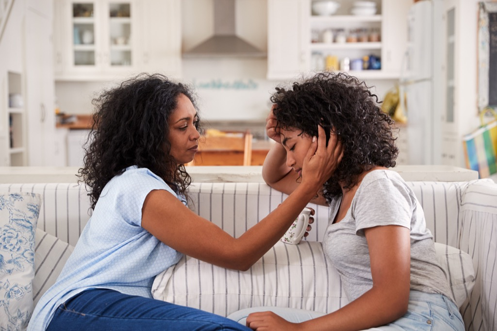 mom helping daughter Moms Should Never Say
