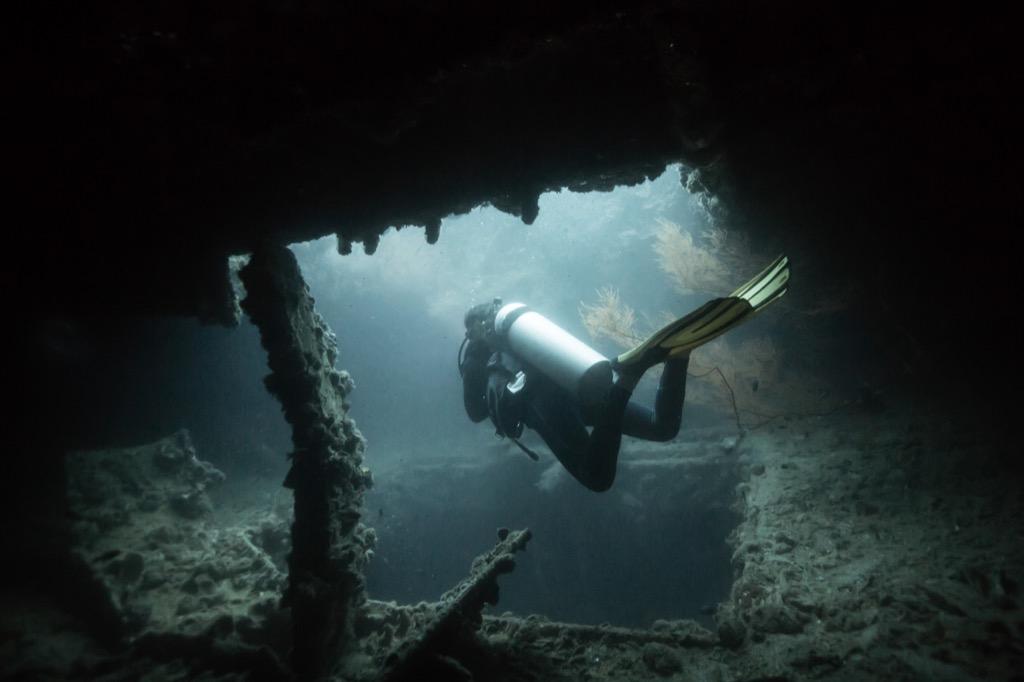 diver shipwreck