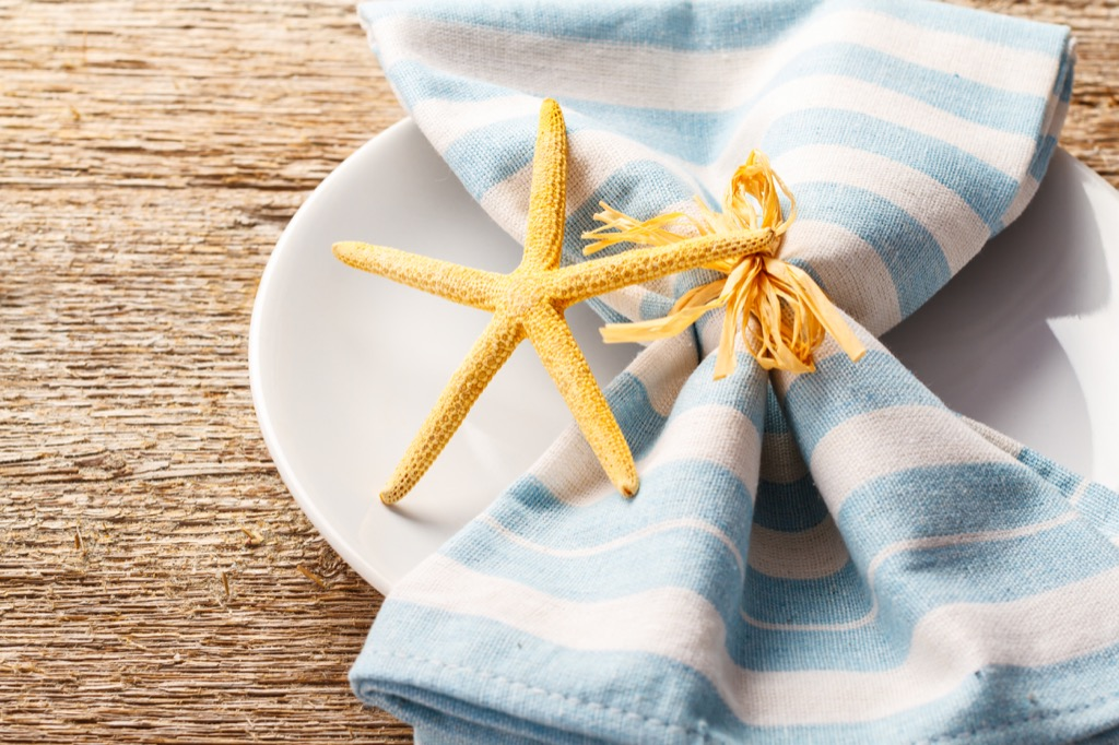 beach table setting starfish party