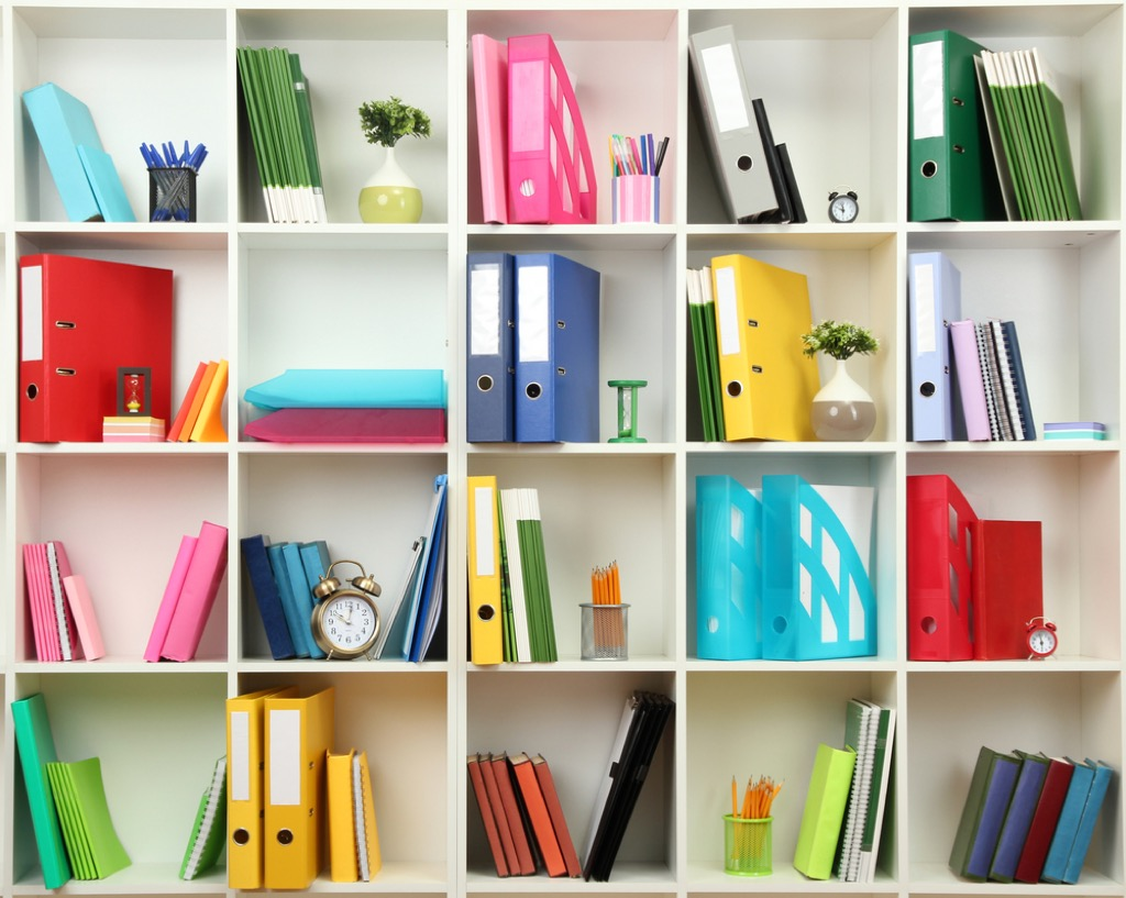 shelves organized by color small space decorating tips