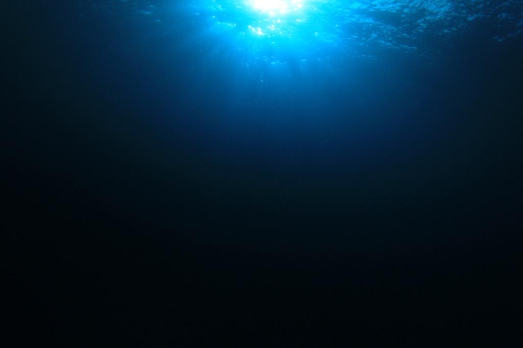 deep underwater mariana trench