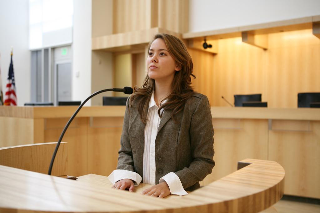 Eyewitness testifying in court