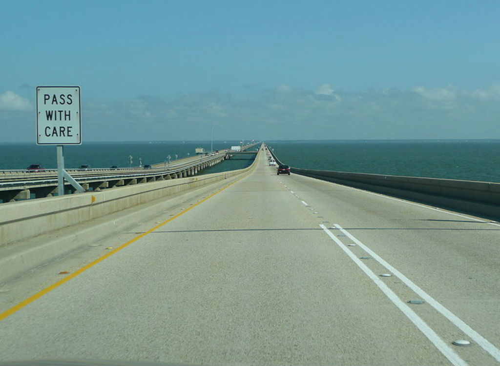 Lake Pontchartrain Causeway dangerous highways