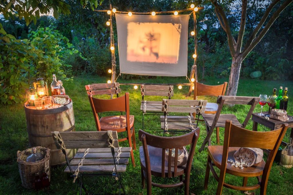 outdoor movie projector backyard