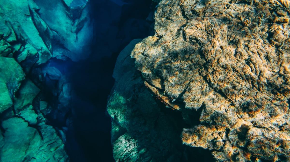 Silfra Thingvellir mid-oceanic ridge