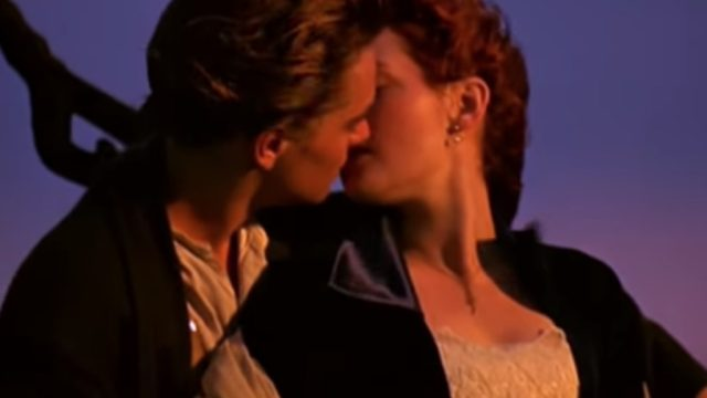 leo and kate kissing on the titanic