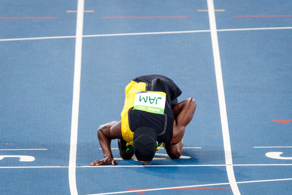 Usain Bolt Kisses Track Iconic Kisses