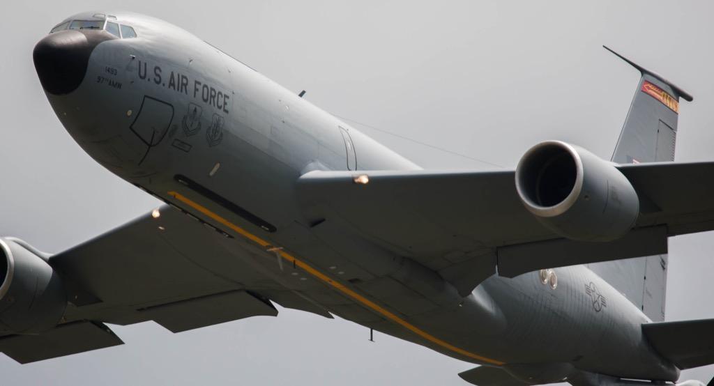 KC-135 plane