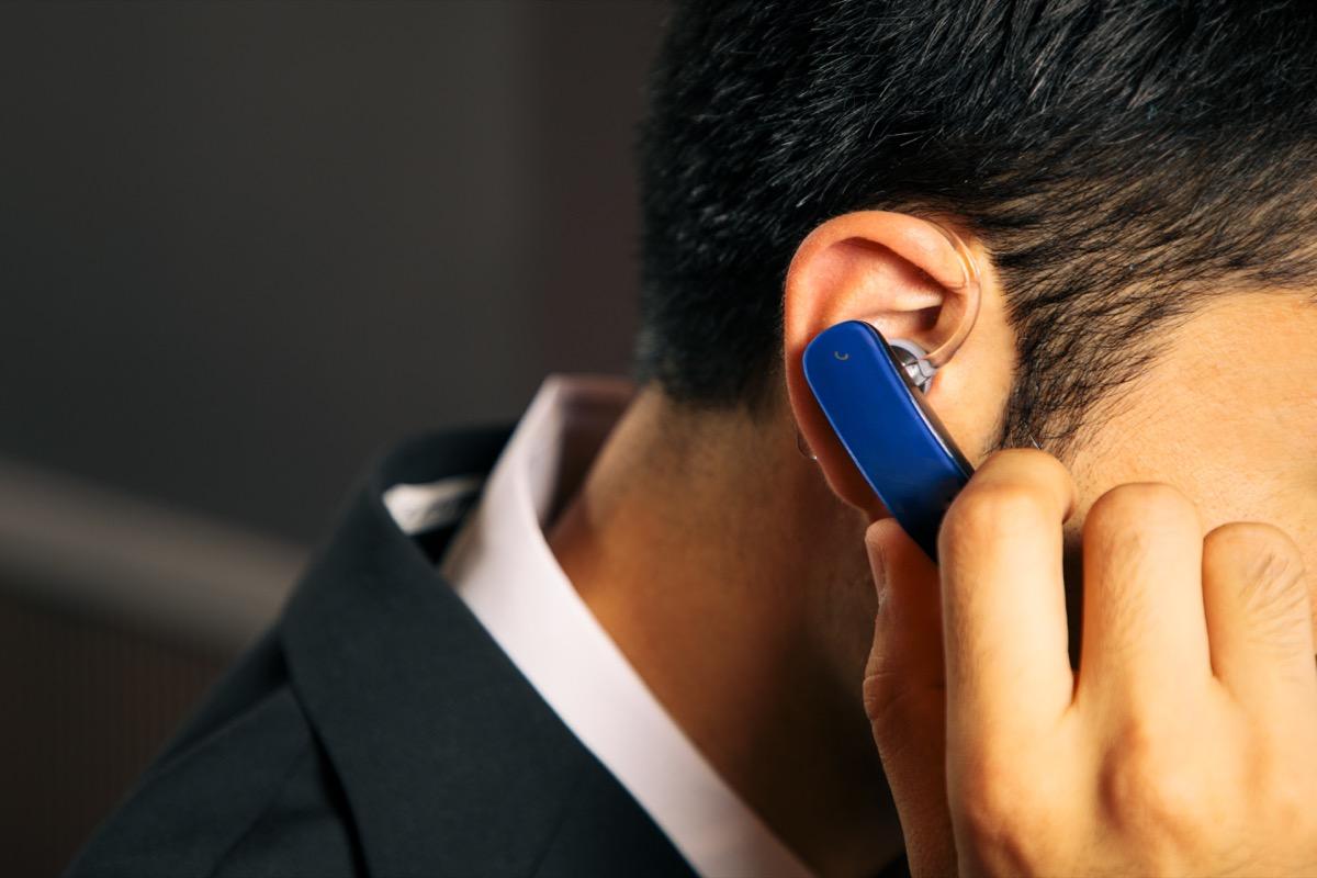 bluetooth headset earpiece, etiquette mistakes