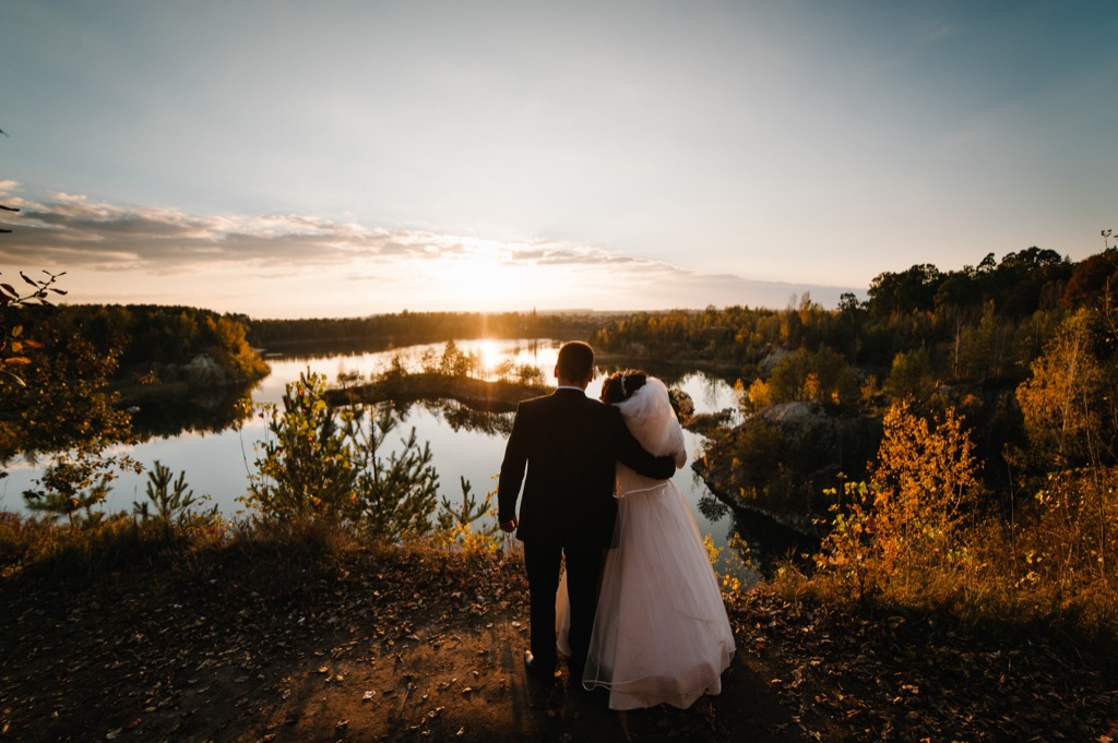 bride and groom looking at sunset this is the age most people get married in every US state