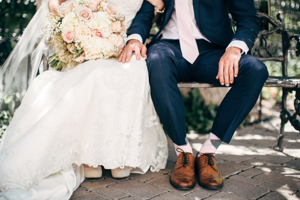 bride and groom sitting on bench this is the age most people get married in every US state