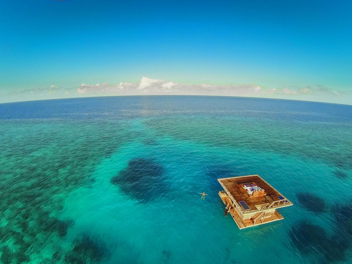 underwater room of manta resort