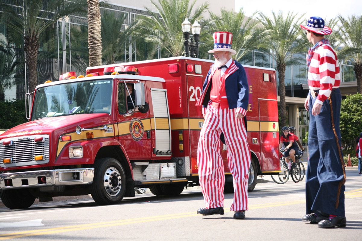 uncle sam walking in the jacksonville florida july fourth parade