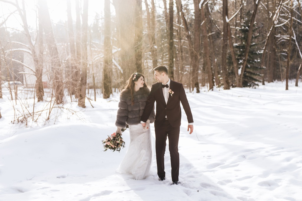 wintry wedding bride and groom this is the age most people get married in every US state