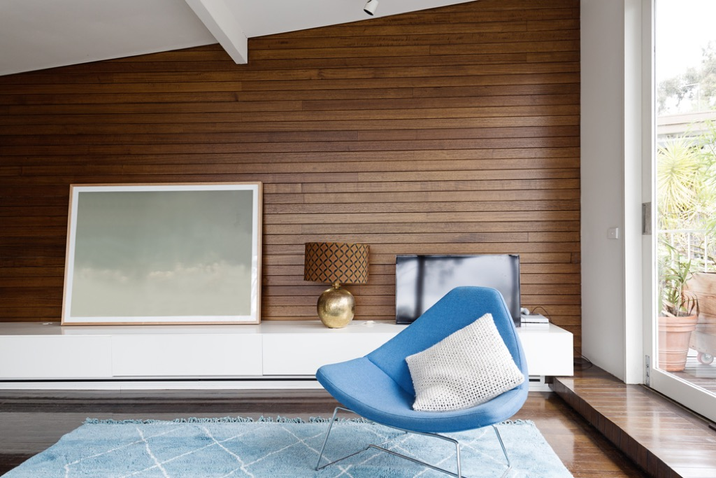 wood paneled room outdated home design