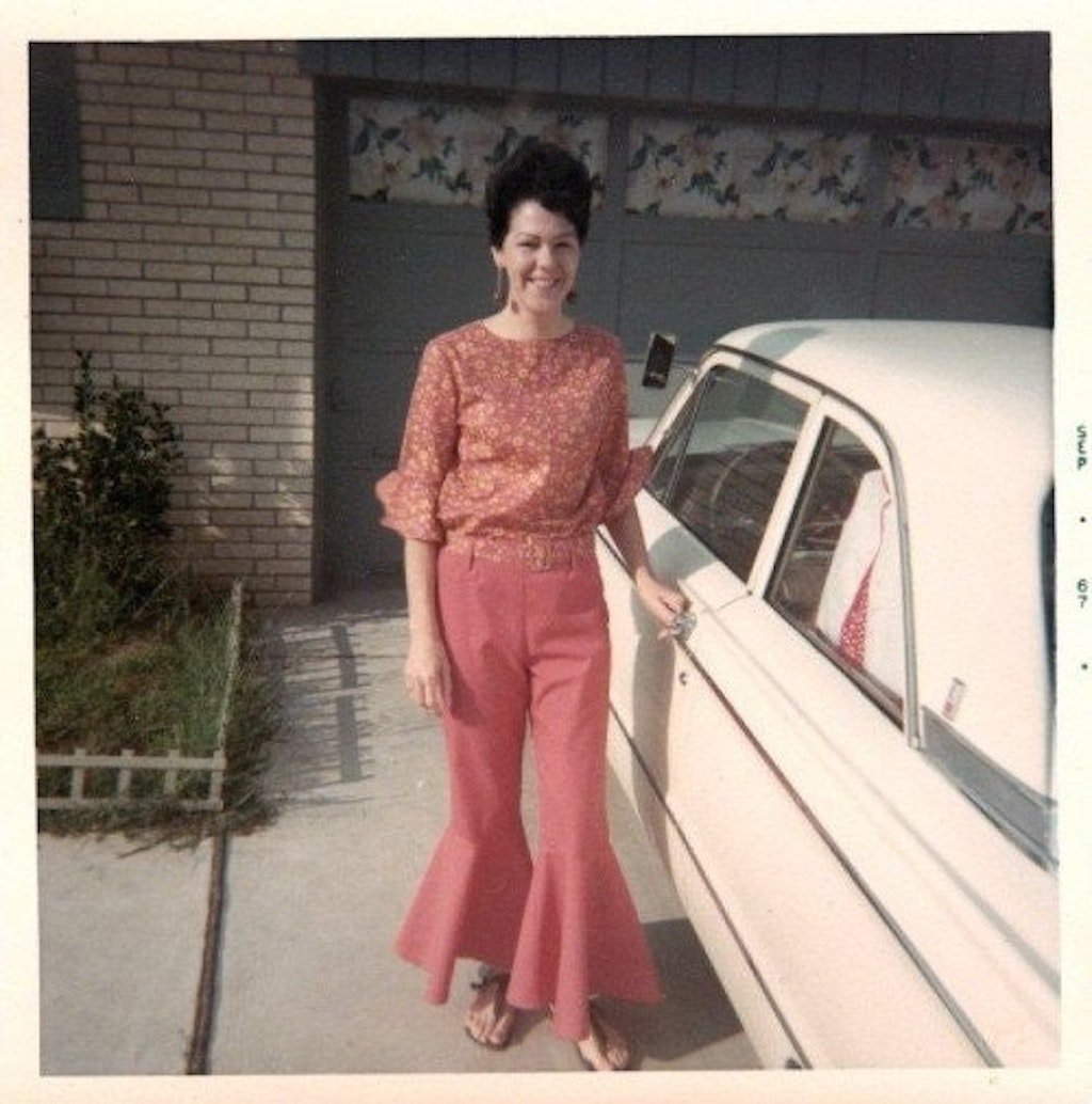 woman wearing bellbottoms {cool 1970s style}