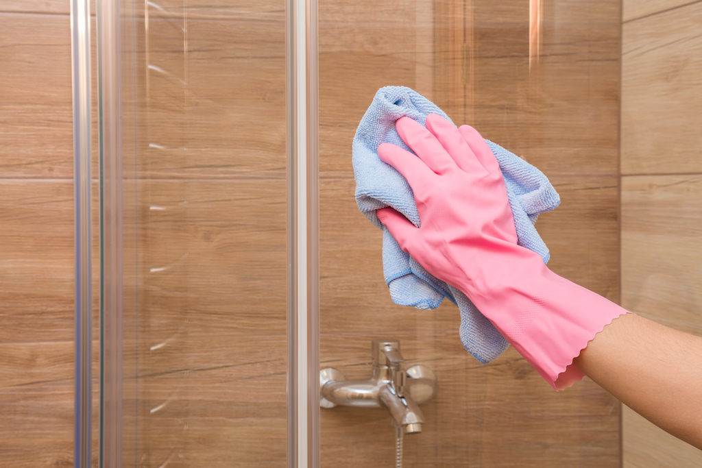 Cleaning the shower door, cleaning mistakes