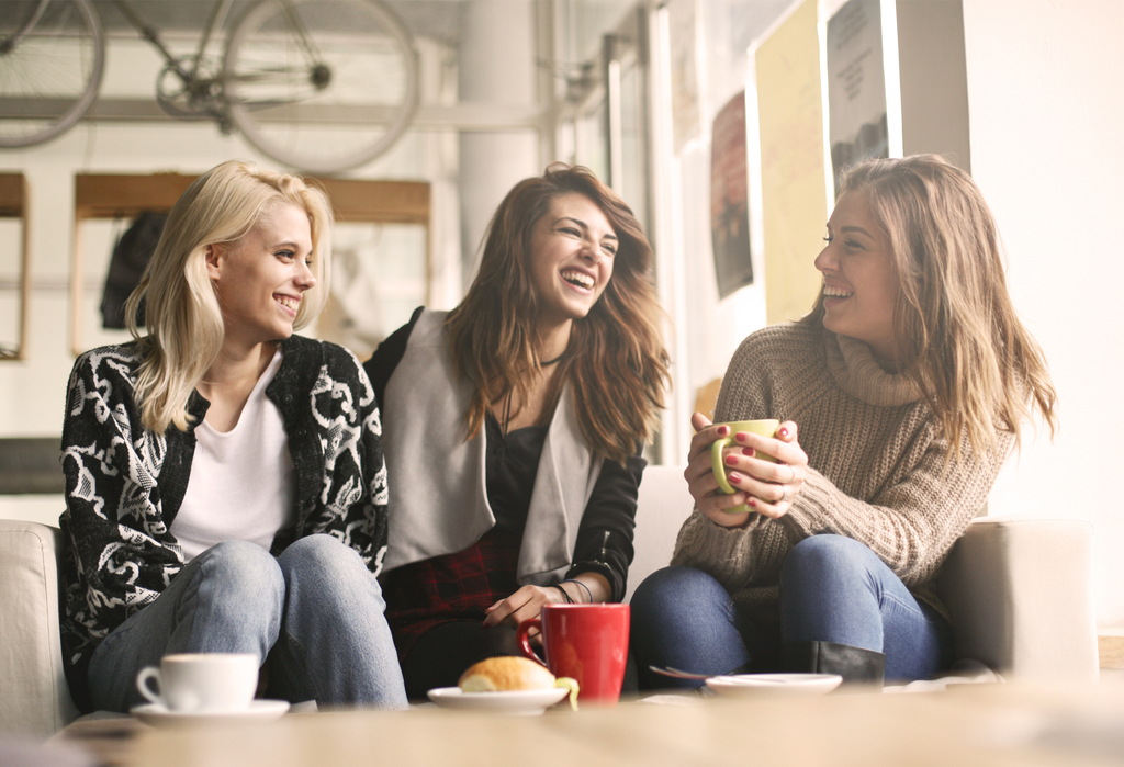 Friends Talking Closely Body Language That Kills First Impressions