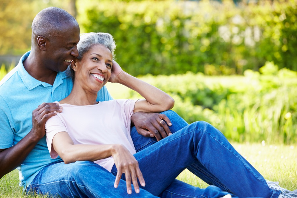 couple outside in sunlight, ways to feel amazing