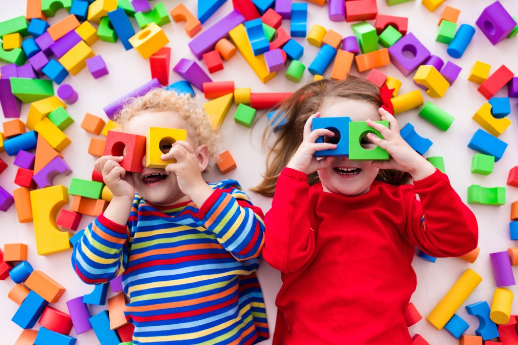 children with tons of toys, easy home tips