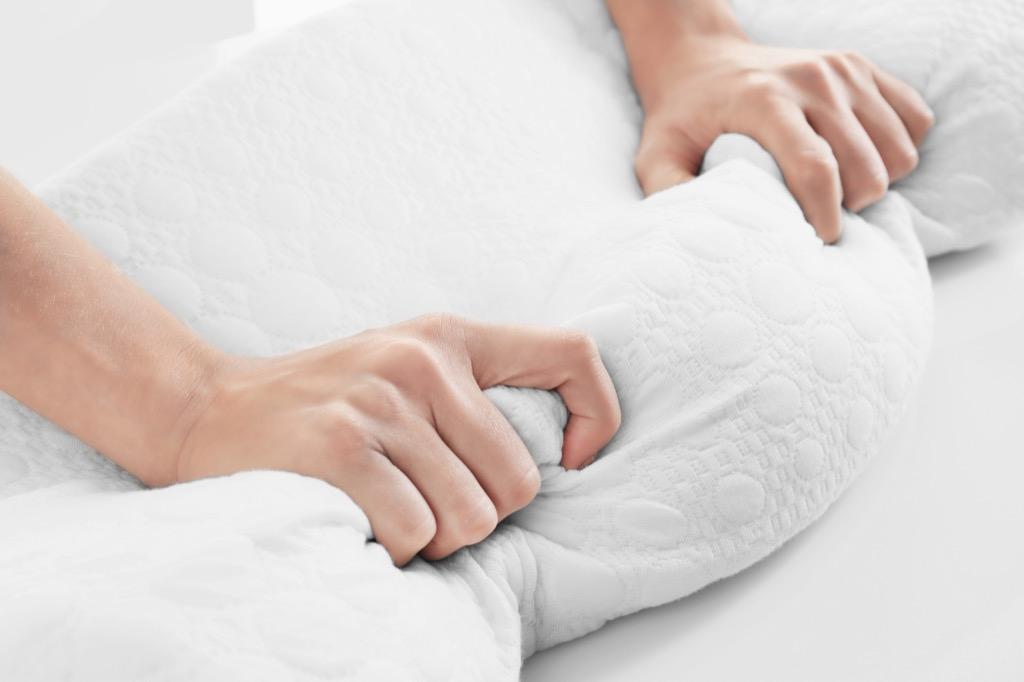 Memory foam pillow, never wash in the washing machine