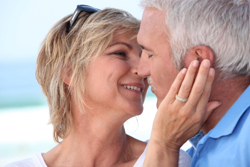 older couple kissing, etiquette mistakes