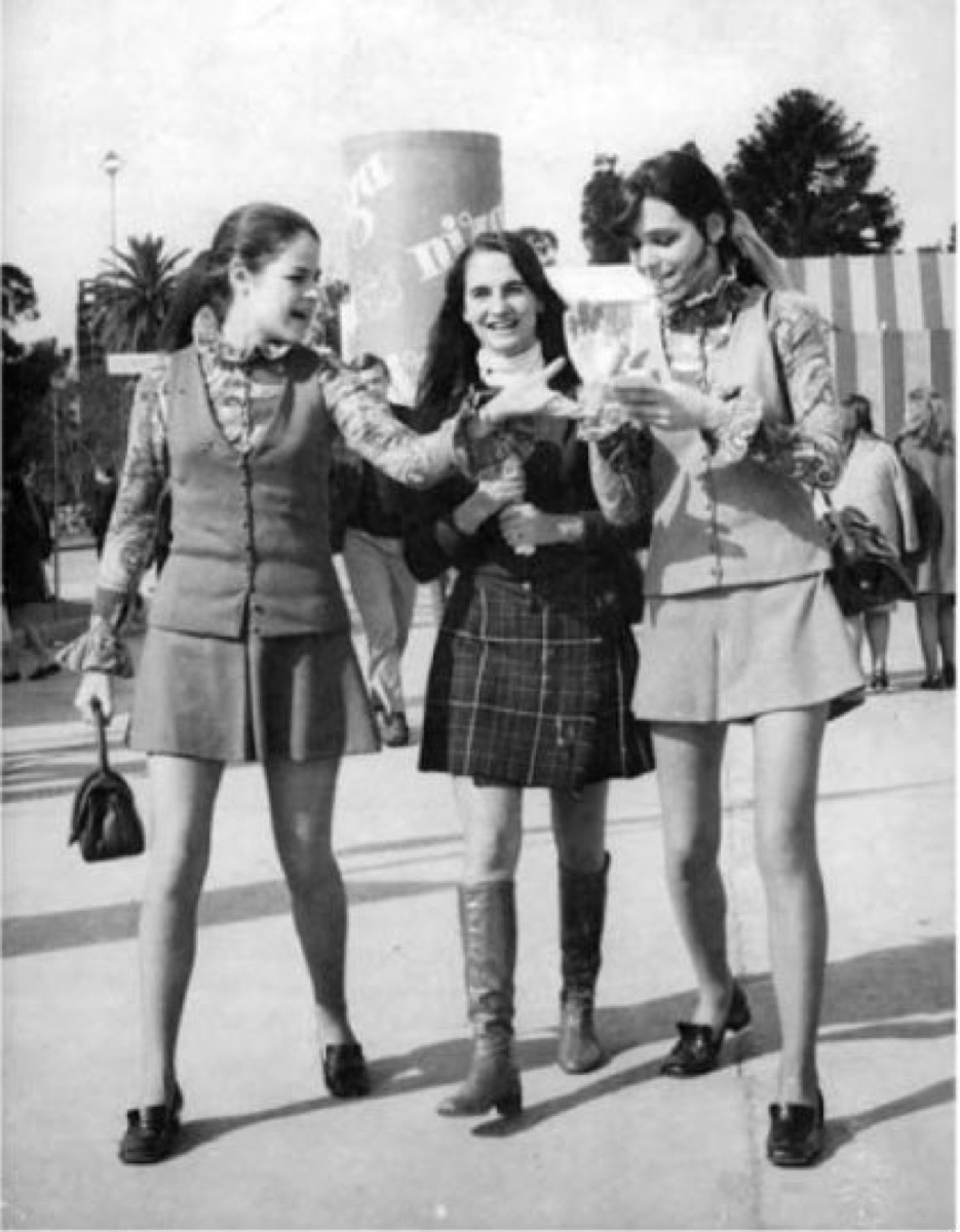 women wearing mini skirts in the 1960s, 1960s photos