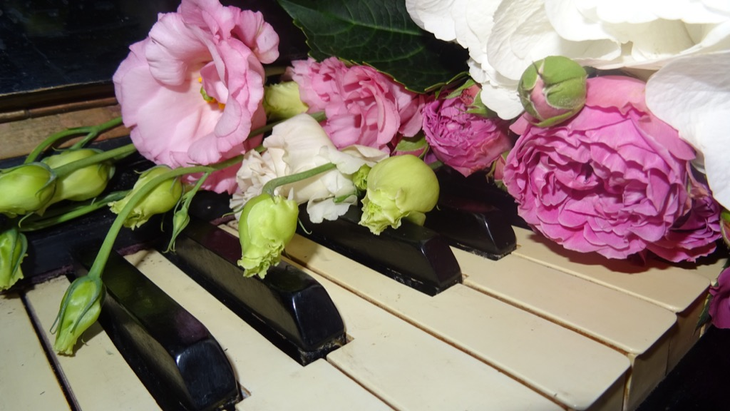 piano at wedding 20 Old-Fashioned Wedding Traditions That Nobody Does Anymore