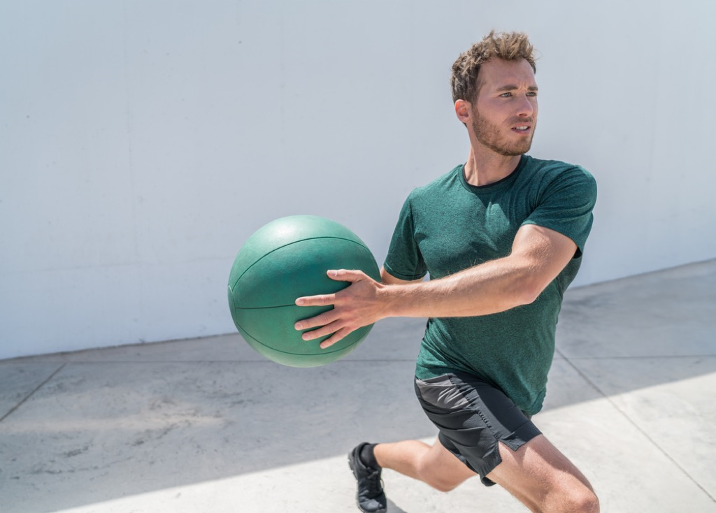 reverse lunge twist over 40 fitness
