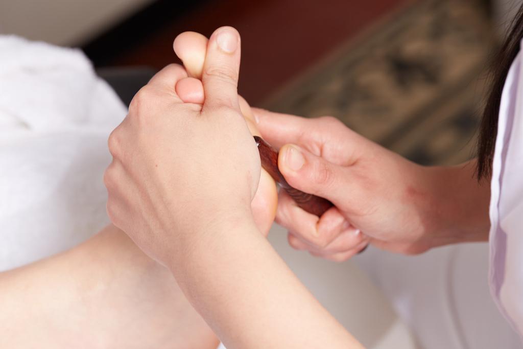 foot massage romantic gestures