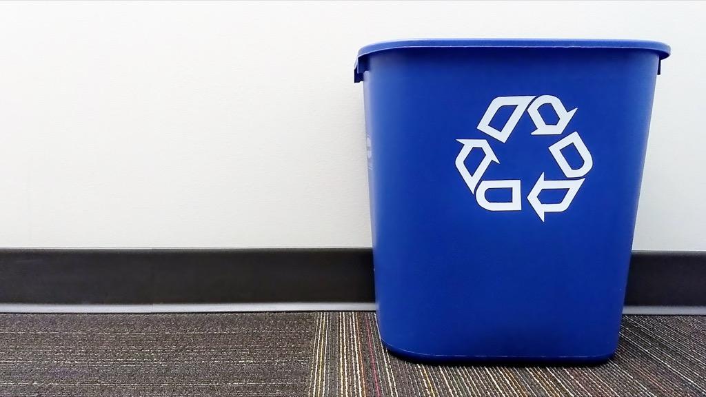 recycle bin {Home Organization Tips}
