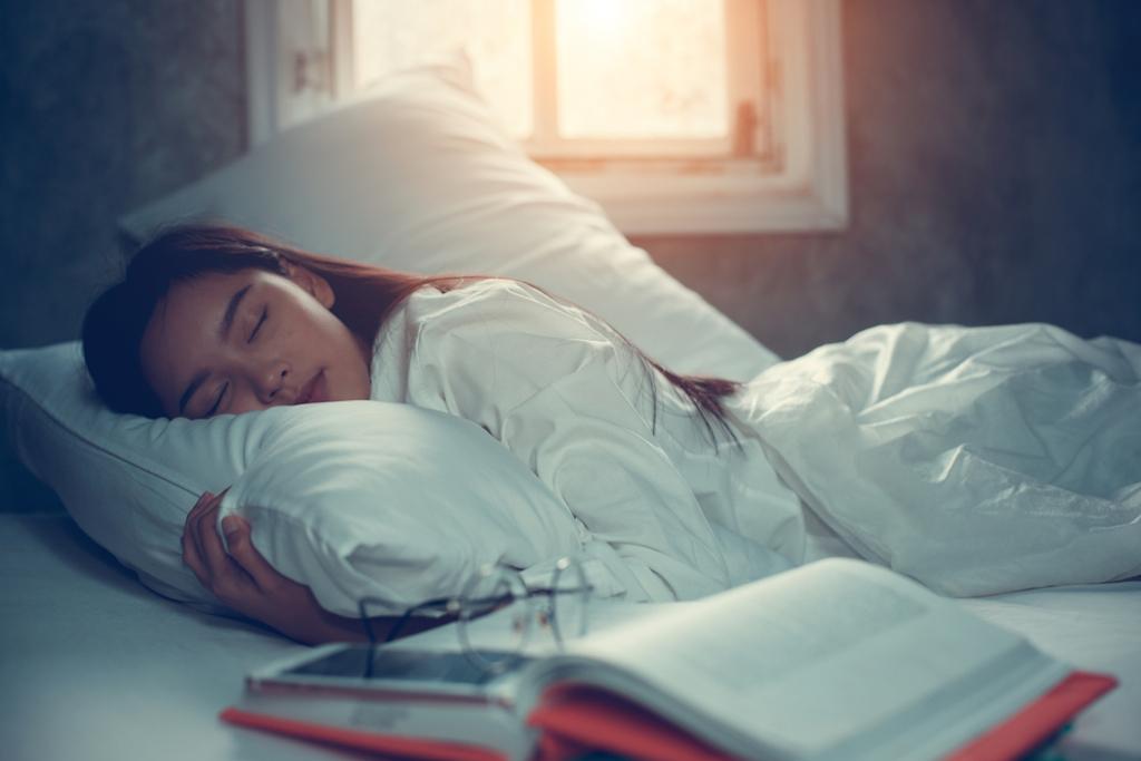 girl sleeping in the daytime.