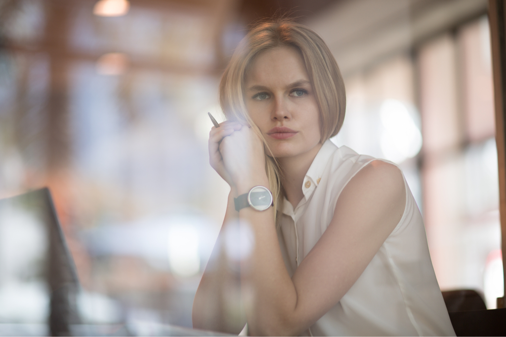 Woman Looking Away Body Language That Kills First Impressions