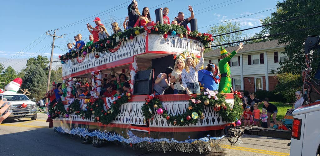 ohio town throws christmas parade for Brody Allen