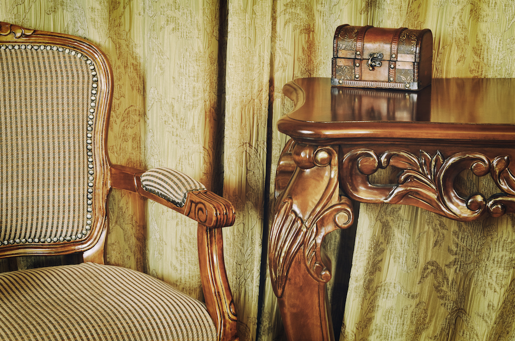 antique furniture things you should never buy online