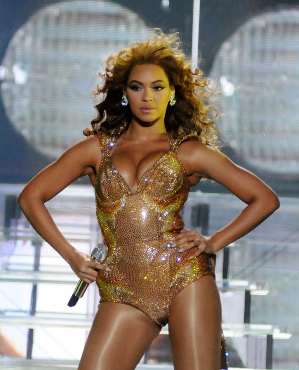 Beyonce power pose wonder woman pose