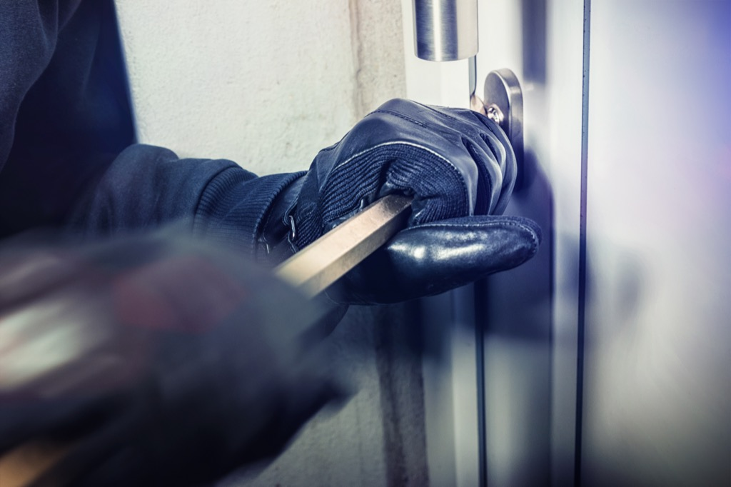 burglar breaking into house things burglars know