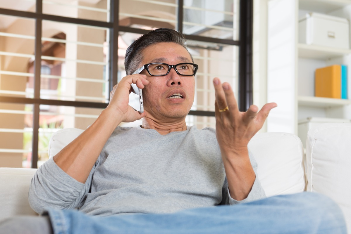 confused man on phone earliest signs of alzheimer's