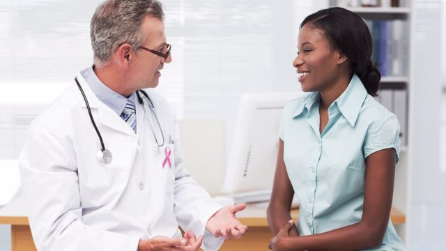 A male doctor and a female patient chatting in the hospital