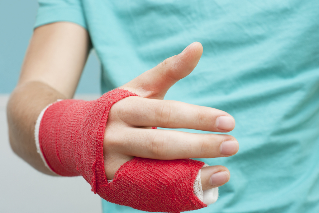 person with a broken finger cast
