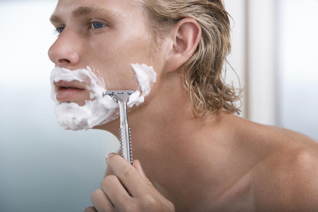man shaving with a single blade razor