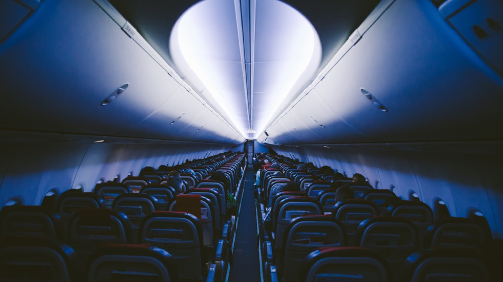 dim airplane lights flying facts